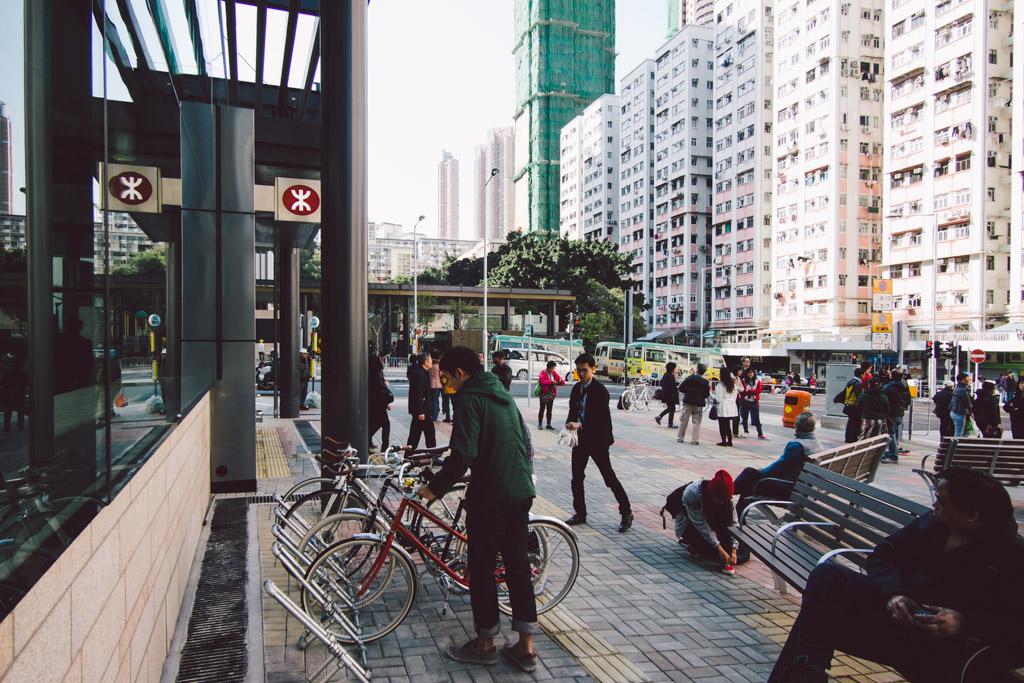 《假如讓我泊下去》﹣香港市區單車位的幻想影集 150103 134845