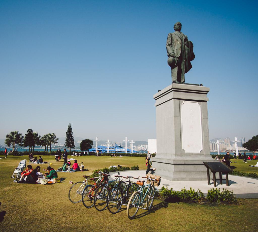 《假如讓我泊下去》﹣香港市區單車位的幻想影集 150103 150647