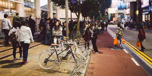 《假如讓我泊下去》﹣香港市區單車位的幻想影集