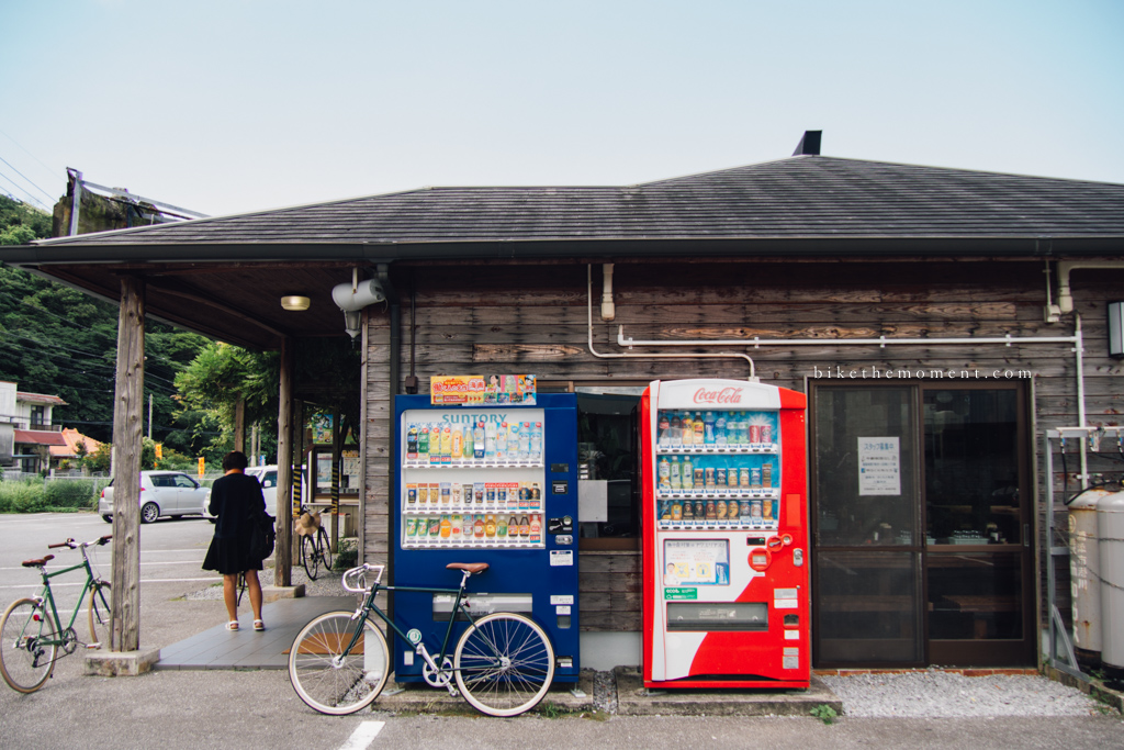 本部町 沖繩 岸本食堂 okinawa motobu Kishimoto bike the moment 岸本食堂 髦民沖繩遊記#03。如何100年來只做兩款菜式?八重岳下的岸本食堂 Kishimoto Shokudo 160712 095212