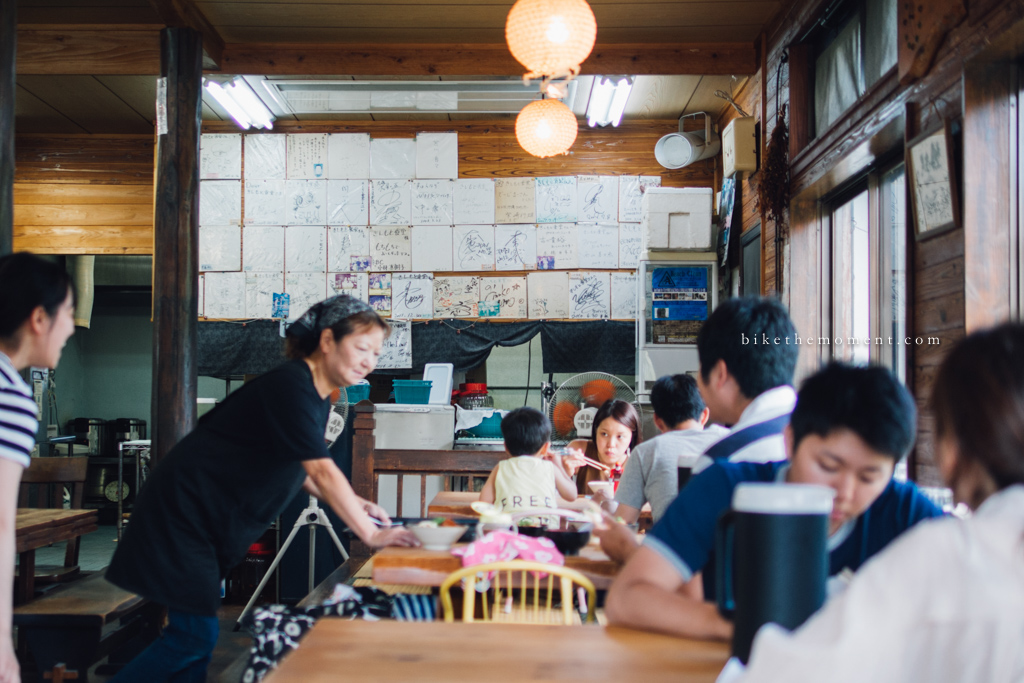 本部町 沖繩 岸本食堂 okinawa motobu Kishimoto bike the moment 岸本食堂 髦民沖繩遊記#03。如何100年來只做兩款菜式?八重岳下的岸本食堂 Kishimoto Shokudo 160712 102750